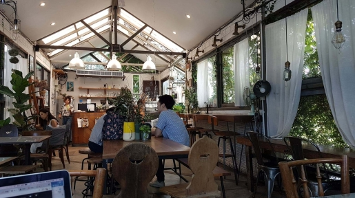 the barn best cafes to work in chiang mai